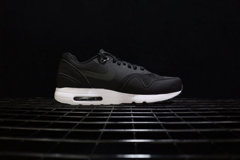 air max 1 ultra 2.0 black and white