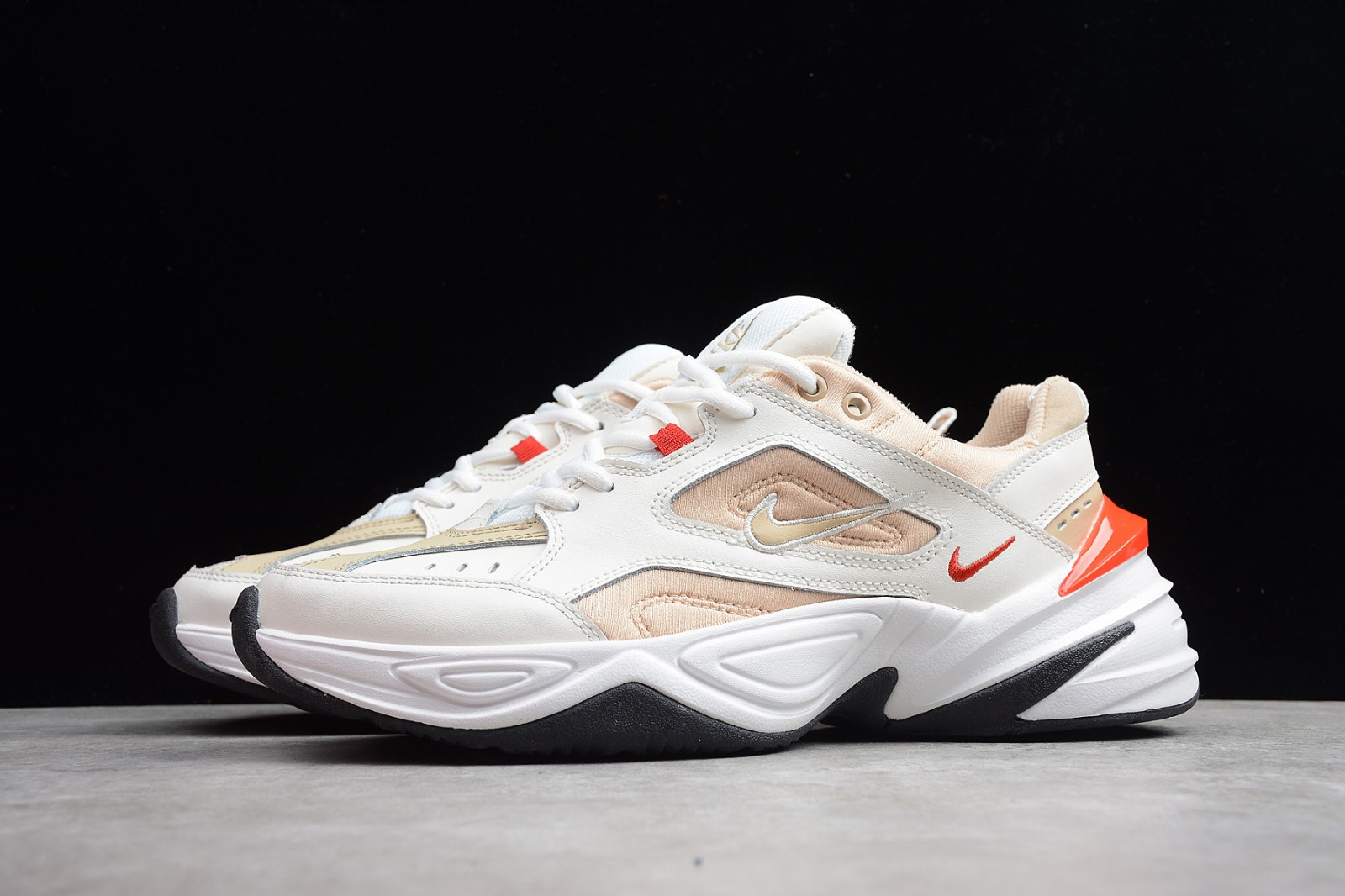 Nike chunky sneakers. </p>